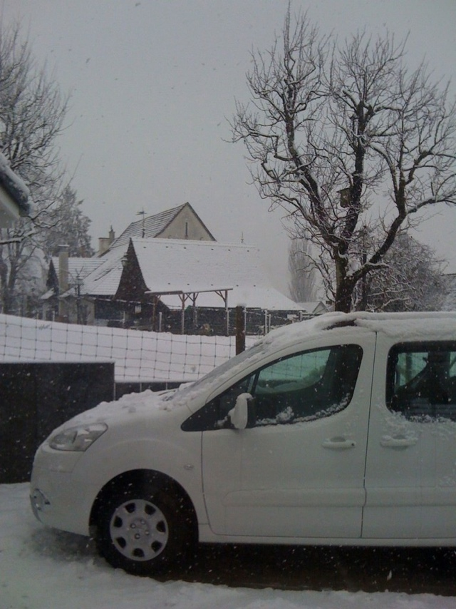 Peugeot Partner Tepee in the Snow
